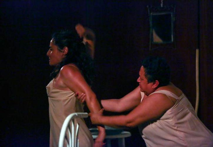 La obra 'La Prisionera' se presentó con éxito en el Centro Cultural Mérida Olimpo, en el marco del Mérida Fest 2016.