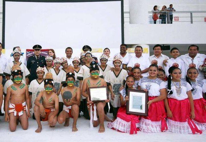 """La participación de los """"Niños mayas de Cancún"""" en Suecia tiene el objetivo de difundir los conocimientos de la cultura maya por medio de la danza, música y la gastronomía. (Redacción/SIPSE)"""