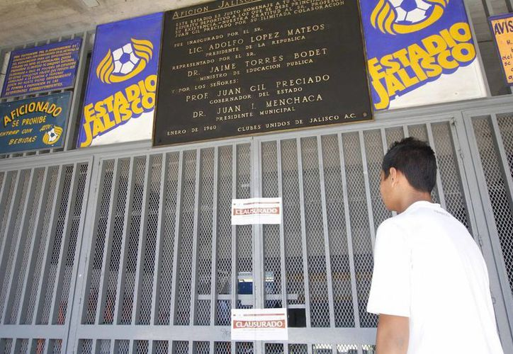 El estadio Jalisco fue clausurado anoche por los desmanes ocurridos en el partido Atlas-Cruz Azul de la Liga Mx. (Notimex)