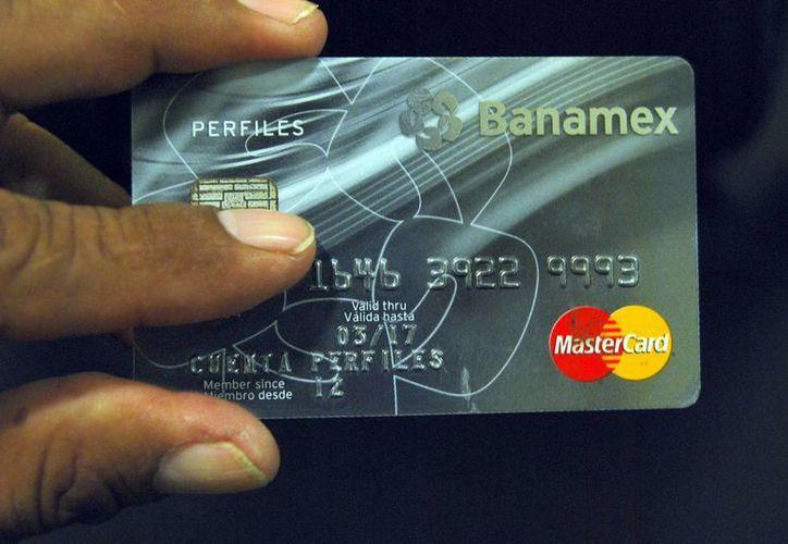Prefieren cuentahabientes la tarjeta de crédito. (Tomás Álvarez/SIPSE)