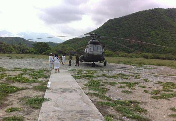 Un helicóptero del ejército llegó a la zona para trasladar a los heridos al hospital. (elinformador.com.co)