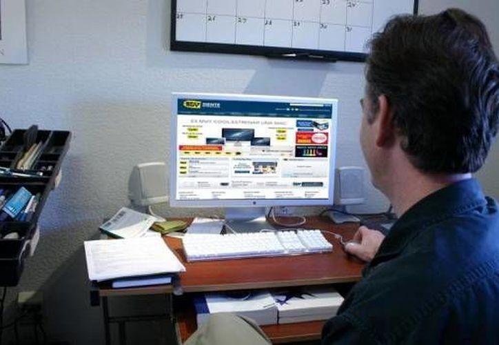 Procura no comprar en computadoras públicas; si la conexión es por WiFi, de preferencia haz la compra en tu casa. (Milenio Novedades)