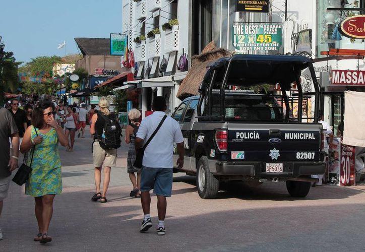 La policía realizó operativos en las calles de la isla. (Gustavo Villegas/SIPSE)
