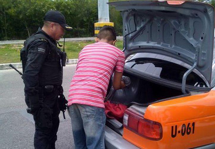 La SSP instaló un puesto de control y vigilancia en Ciudad Caucel en donde inspeccionan los vehículos que entran y salen a dicho lugar. (Milenio Novedades)