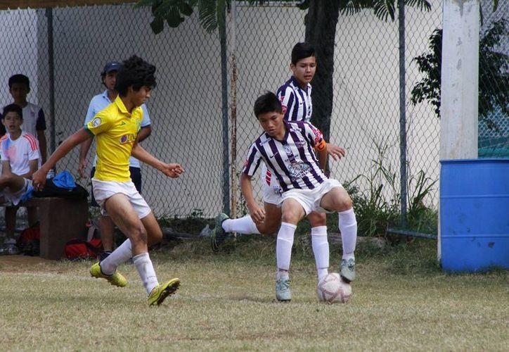 El Colegio Valladolid también se sumó a los felices campeones. (Ángel Mazariego/SIPSE)