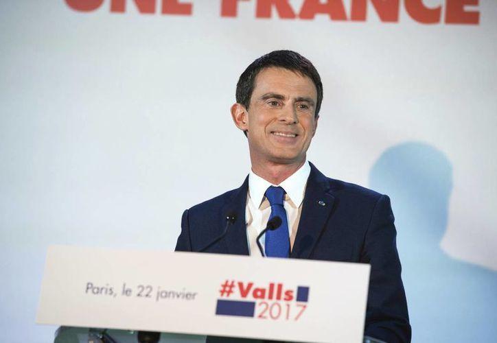 Manuel Valls fue primer ministro del gobierno del socialista Francois Hollande, que dejará la presidencia gala este 2017. (AP/Zacharie Scheurer)