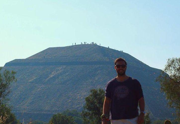 Harry Devert residía en Nueva York, donde era corredor bursátil. Aquí aparece en Teotihuacan. (Tomada de Facebook)