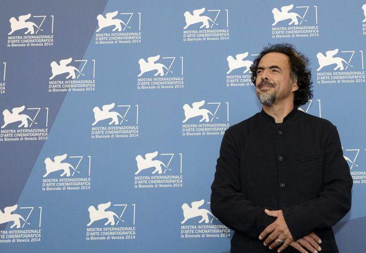 El director mexicano Alejandro González Iñárritu posa para una fotografía durante el pase gráfico de su nueva película 'Birdman', que inauguró la 71º edición del Festival Internacional de Cine de Venecia, el pasado mes de agosto de 2014. (Archivo/EFE)