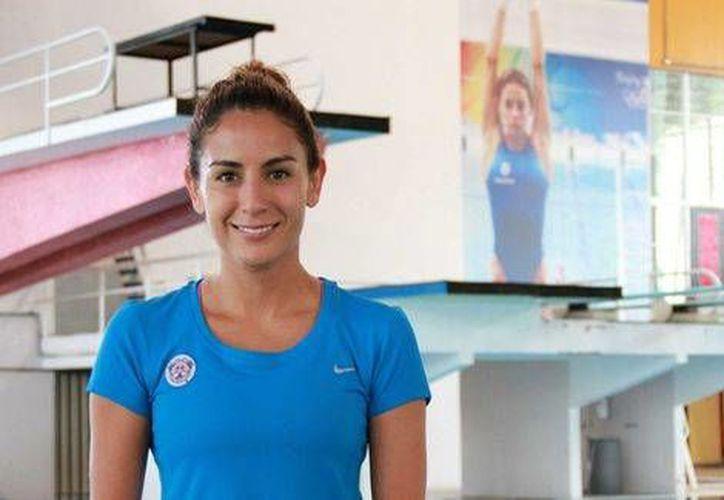 Paola Espinosa explicó que el cambio de entrenador se debe a que se retirará del trampolín de 10 metros, rumbo a los próximos Juegos Olímpicos.(Foto tomada de Facebook/Paola Espinosa)
