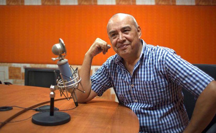El locutor Rubén García se despidió de los radioescuchas  de 'La mano peluda' en su última emisión, este viernes después de 22 años en el aire. (Foto: Vice)