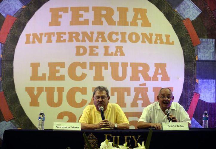 Paco y Benito Taibo captaron la atención de muchos jóvenes que asistieron ayer a la Filey. (Milenio Novedades)