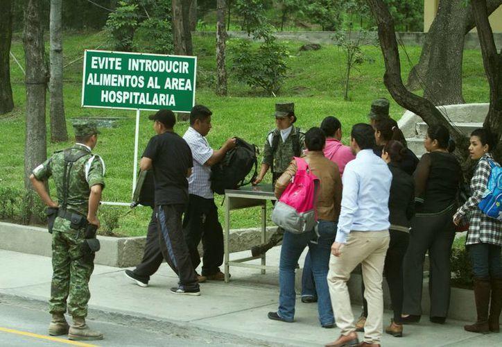 Soldados participaron en la vigilancia del hospital. (Notimex)