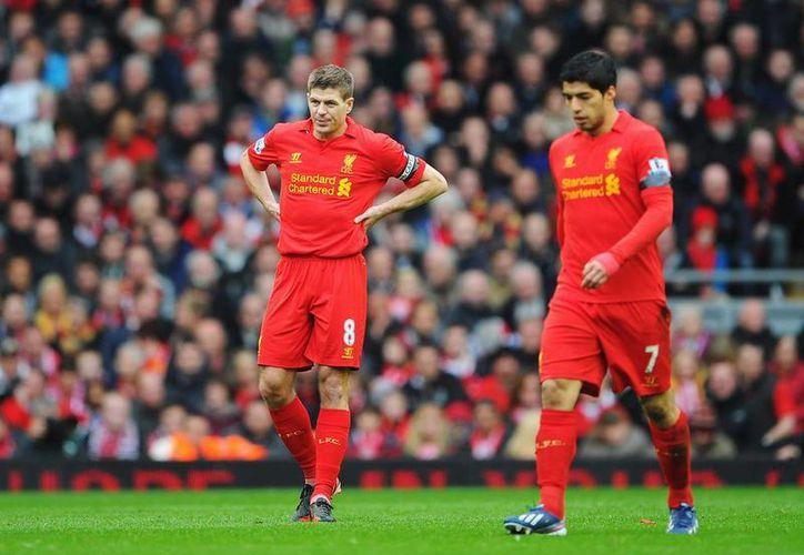 Gerrard (i) y Suárez se han echado al hombro al Liverpool, que no es campeón de Europa desde 2005. (zimbio.com)