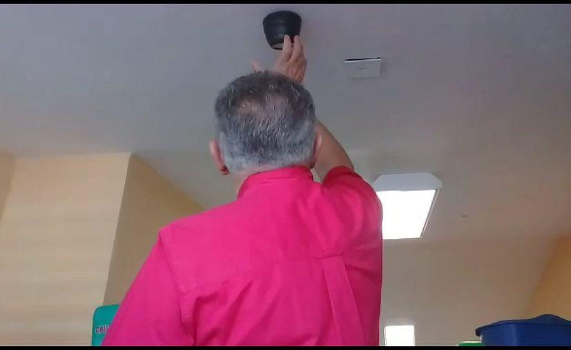 """Colocaron una cámara de vigilancia """"falsa"""" en un baño. (Daniel Tejada/SIPSE)"""