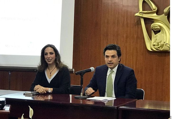 ZoÈ Robledo dio una conferencia de prensa para aclarar las cifras de empleo. (Foto: Reforma)