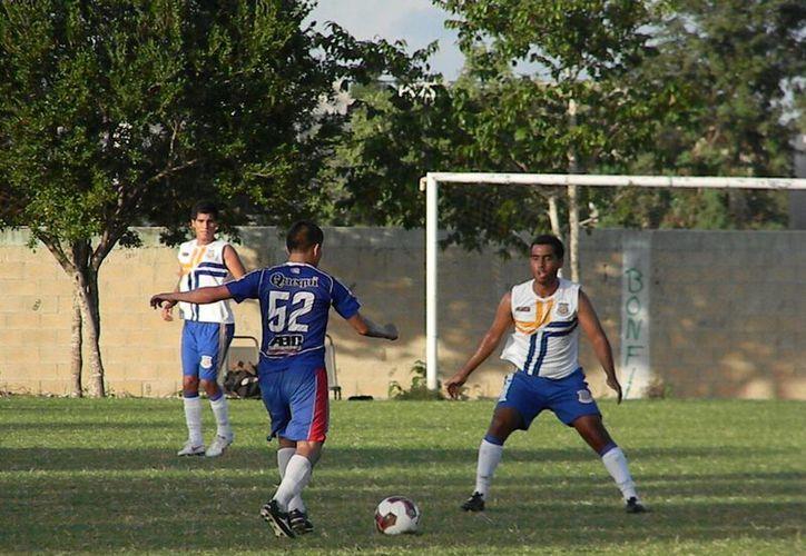 Ejidatarios de Bonfial cayó el domingo por marcador de 6-1 ante Pioneros de Cancún  . (Ángel Mazariego/SIPSE)