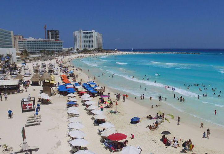 Se vivió un día soleado en las playas del destino turístico. (Israel Leal/SIPSE)