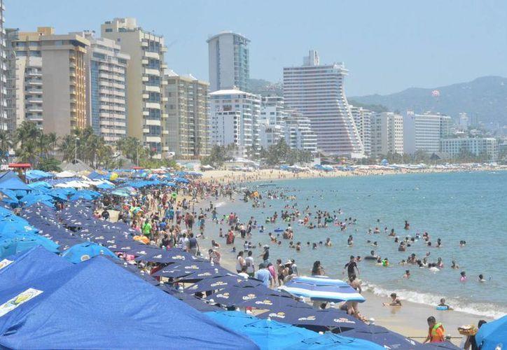 El puerto de Acapulco, uno de los destinos favoritos de los capitalinos, reportó un 90 por ciento de ocupación hotelera el pasado fin de semana. (Notimex)