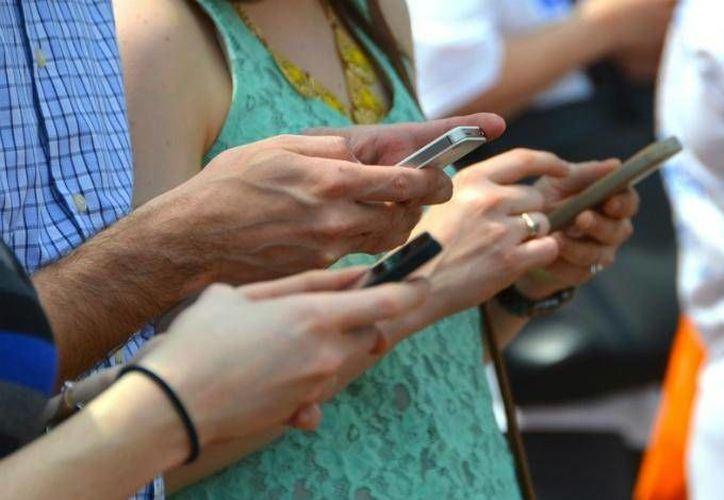 De acuerdo con la OCDE los millennials con menos estatus socioeconómico desaprovechan las herramientas tecnológicas. (Dinero en Imagen)