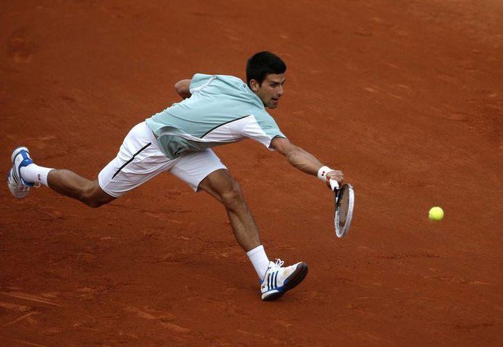 El serbio Novak Djokovic durante el partido contra el belga David Goffin por la primera ronda del Abierto de Francia. (Agencias)