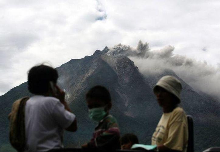 El volcán hizo erupción la tarde del pasado domingo, pero hace dos semanas registró un doble evento. (diariocambio.com.mx)