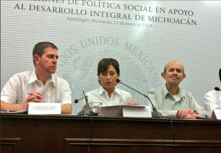 Fausto Vallejo agradeció la presencia de la secretaria de Desarrollo Social en Michoacán. (Twitter.com/@SEDESOL_mx)