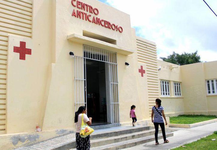 La Cruz Roja busca recursos para comprar equipo anticanceroso. (Christian Ayala/SIPSE)