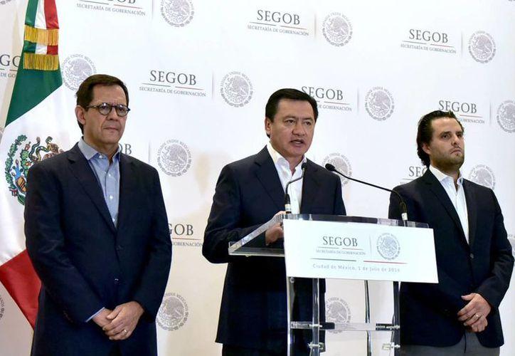 El secretario de Gobernación, Miguel Ángel Osorio Chong, dijo que están abiertos al diálogo pero sin pasar por encima de la sociedad. (Notimex)