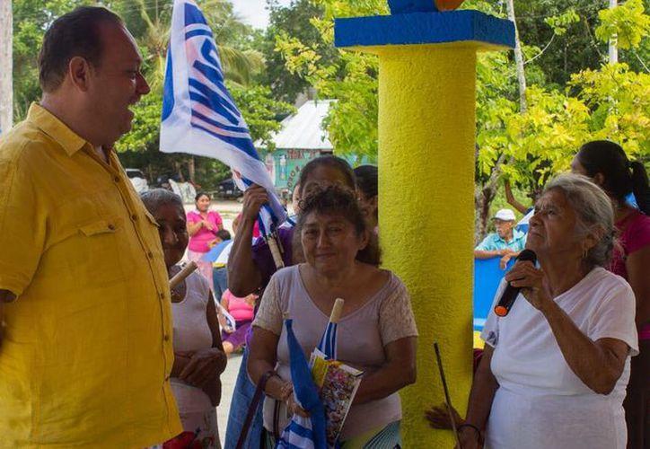 La población demuestra su confianza en el candidato José Esquivel. (Redacción/SIPSE)