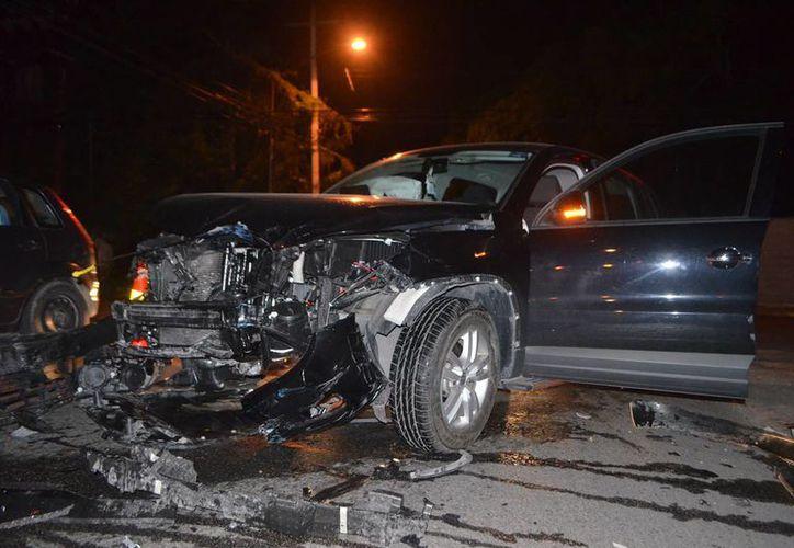 Un  fuerte choque ocurrió anoche en calles de Itzimná. No hubo lesionados pero sí varios daños materiales. (Milenio Novedades)