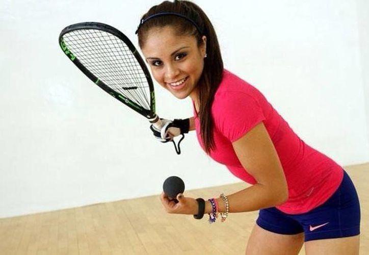 """Paola Longoria, estrella numero uno del raquetbol nacional estará en esta ciudad del 19 al 21 de Mayo gracias a la Asociación """"Sueños e Ilusiones"""" y el Instituto del Deporte (IDEY) (Milenio Novedades)"""