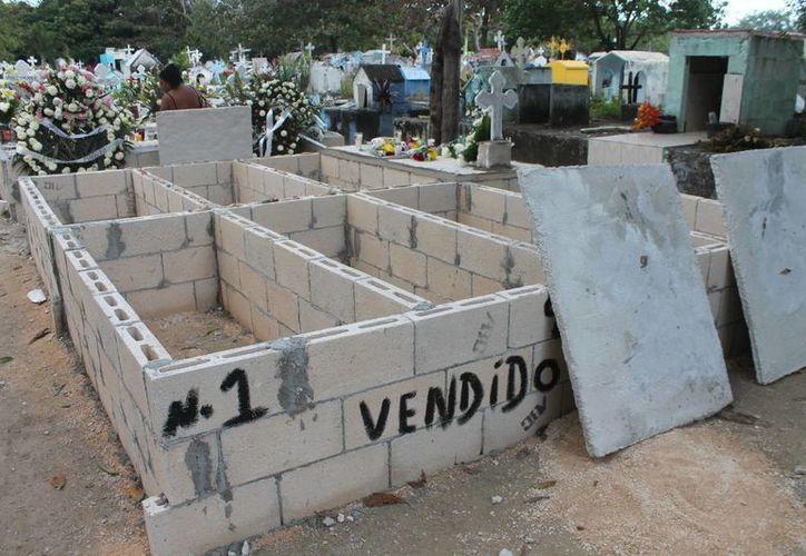 Rellenan una parte del predio para abrir cupos en el panteón. (Ricardo Villaseñor/SIPSE)
