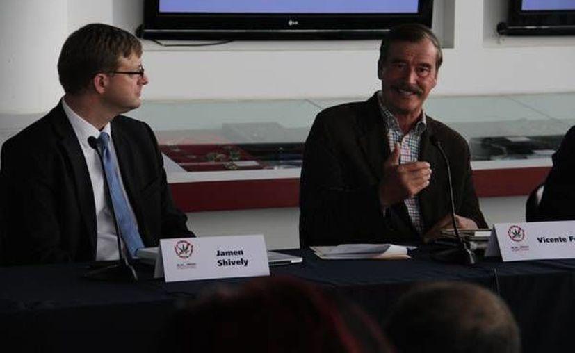 Jamen Shively (i), exdirectivo de Microsoft, dijo que la regulación de la cannabis reactivaría la economía. (centrofox.org.mx)