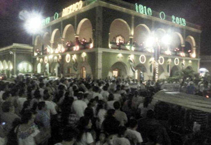 A pesar de las presiones por parte de autoridades estatales y educativas, los docentes salieron a las calles de Tekax. (Milenio)
