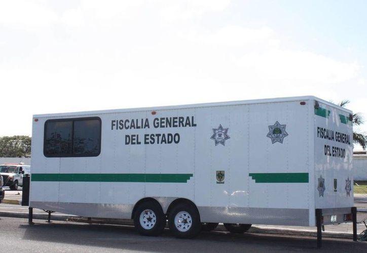 En la unidad móvil, la Fiscalía General del Estado se acerca a los ciudadanos en la Feria de Xmatkuil. (Facebook Fiscalía General del Estado)
