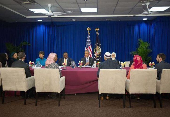 El presidente Barack Obama se reunió con miembros de la comunidad musulmana en el Centro Islámico de Baltimore, Maryland el 3 de febrero del 2016.(AP Photo/Pablo Martinez Monsivais)