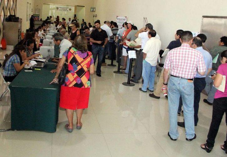 Los propietarios de vehículos con un costo mayor a 300 mil pesos son lo que realizan el pago de tenencias. (José Acosta/SIPSE)
