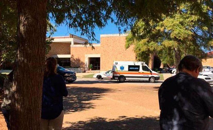 La policía acordonó la zona donde se ubica la Delta State University, donde se reportó un hombre armado. No se dieron más detalles de la operación. (express.co.uk)