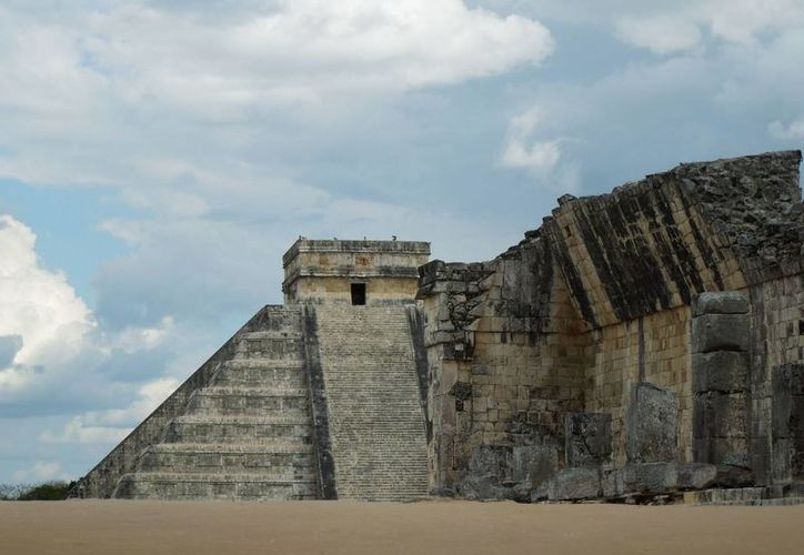 Especialista compara la pirámide de Kululcán como una muñecas matrioska 'de la grandota sacamos otra y otra y otra'. (Foto: Christian Coquet/SIPSE)
