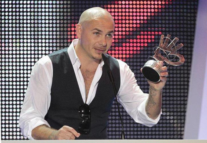 Pitbull volverá a ser el presentador de la gala de los premios American Music Awards el 23 de noviembre, y tendrá un especial de fin de año en la cadena Fox. (EFE/Archivo)