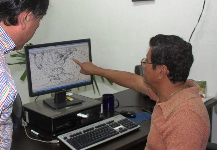 El meteorlógo de Playa del Carmen advierte que las bajas de tempetarura in hibien la lo huracanes. (Daniel Pacheco/SIPSE)