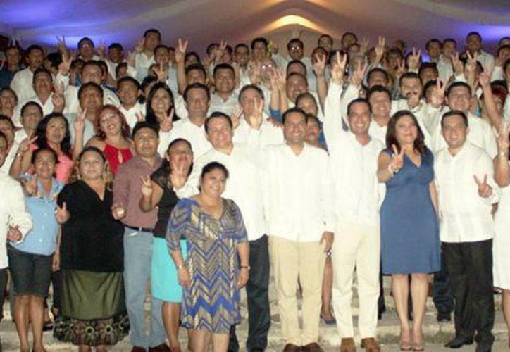 Directivas municipales, consejeros estatales, legisladores y  alcaldes, se reunieron  para conocer la  nueva imagen de la dirigencia del PAN 2015-2018. (Milenio Novedades)