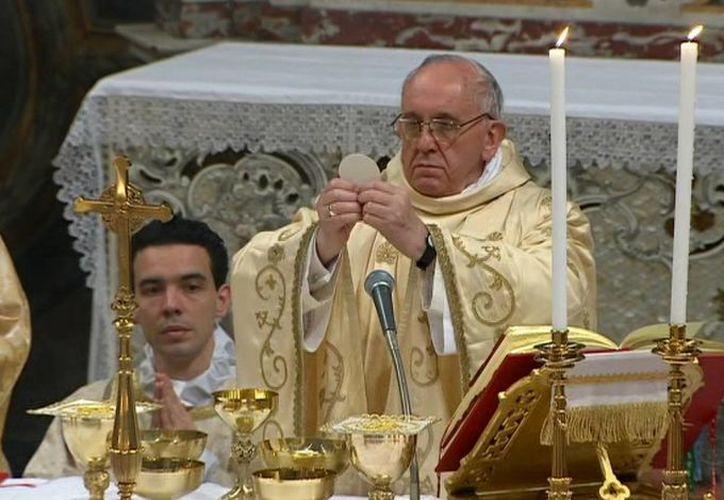 El Sumo Pontìfice ofició misa junto a los cardenales que ayer lo eligieron como nuevo líder de la Iglesia Católica. (Agencia)