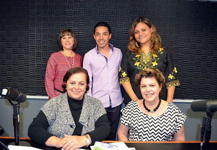 Las presentadoras de Salvemos una Vida con sus invitados a la emisión. (Theani Ruz)