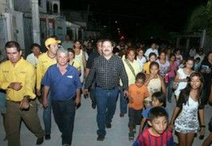 Realizó un recorrido por las calles de las regiones recién pavimentadas. (Cortesía/SIPSE)