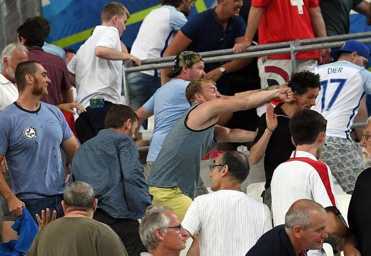 El incidente más violento sucedió entre rusos e ingleses en el puerto de Marsella, el 11 de junio pasado con un saldo de 35 heridos, uno de ellos de gravedad. (Archivo/AP)