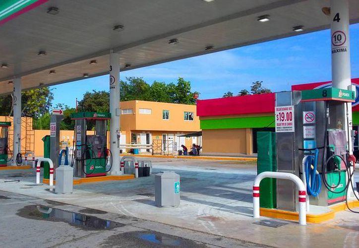 Los hechos violentos y saqueos impidieron que las pipas suministraran el combustible. (Foto: Daniel Pacheco)