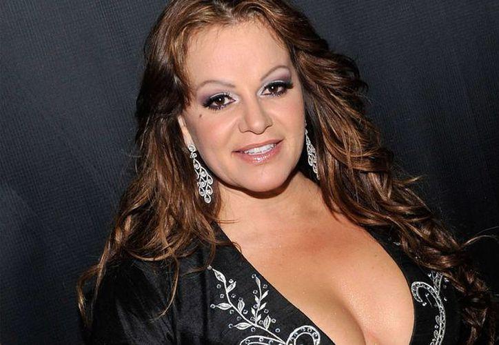 Los familiares de la cantante Jenni Rivera, fallecida en un accidente de avioneta, aún no reciben indemnización alguna, pero los familiares de otros accidentados sí.  (telemundo.com)