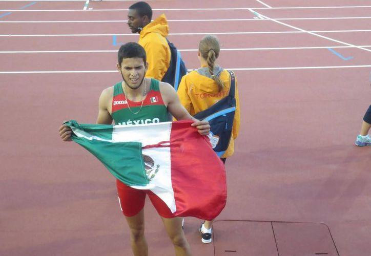 Manuel González dijo que espera rendir mañana cuando competirá por los 200 metros y la prueba de longitud donde espera volverse a subir al podio. (Notimex)