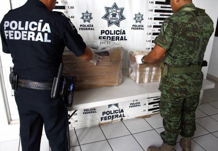 Ayer agentes federales aseguraron medicamentos y drogas que iban de Mérida a Ciudad Juárez. Hoy aseguraron metanfetaminas que llegaron a la capital yucateca desde Veracruz. (Foto de archivo de SIPSE)